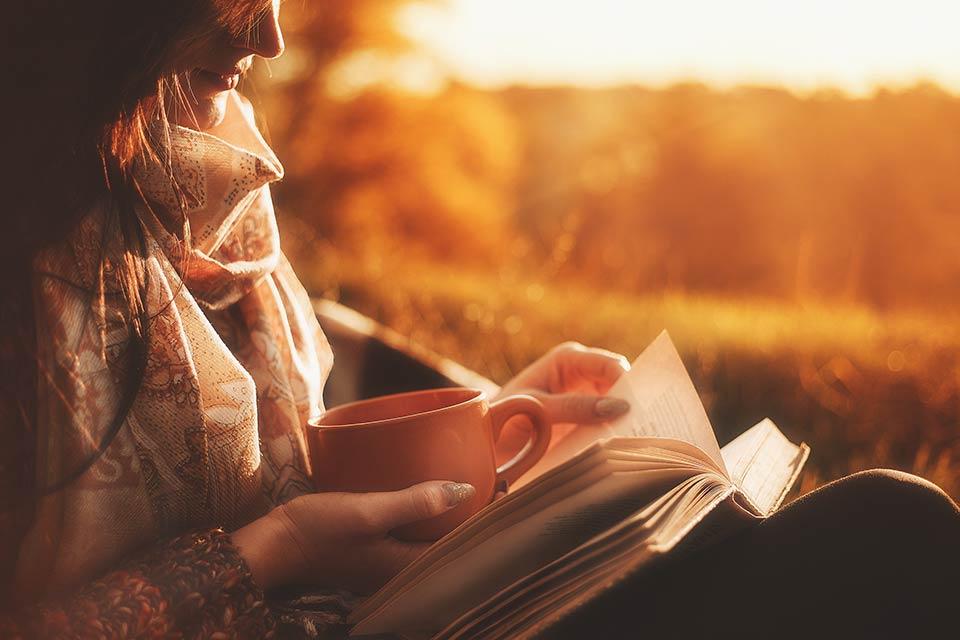 women-reading-book
